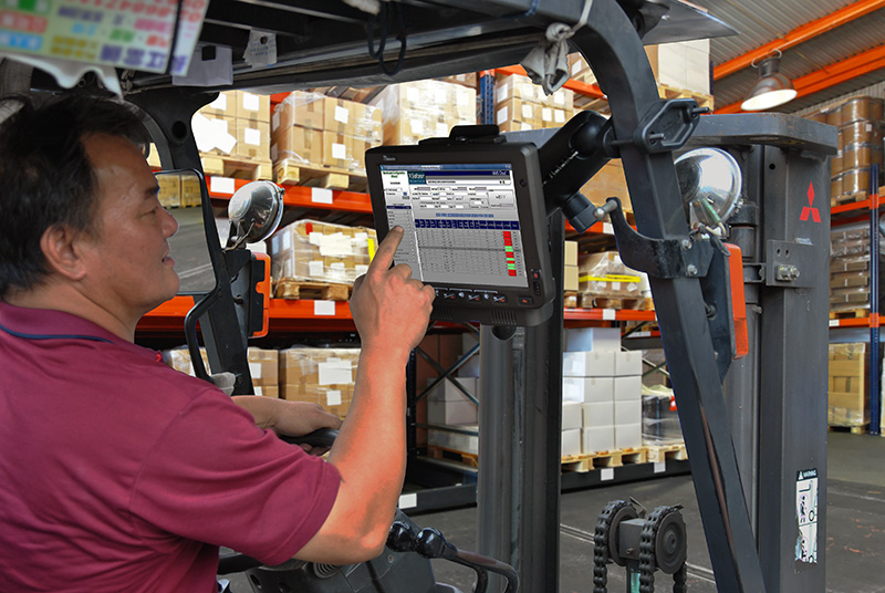 10.4-inch Android Vehicle Mounted Computer FM10A RAM Mount on Forklift