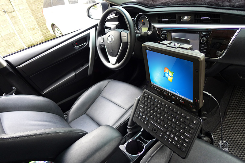 10.4-inch Android Vehicle Mounted Computer FM10A RAM Mount on vehicle with Keyboard Mount